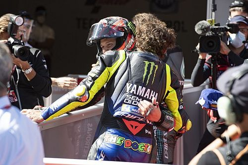 Rossi no espera órdenes de equipo para ayudar a Quartararo