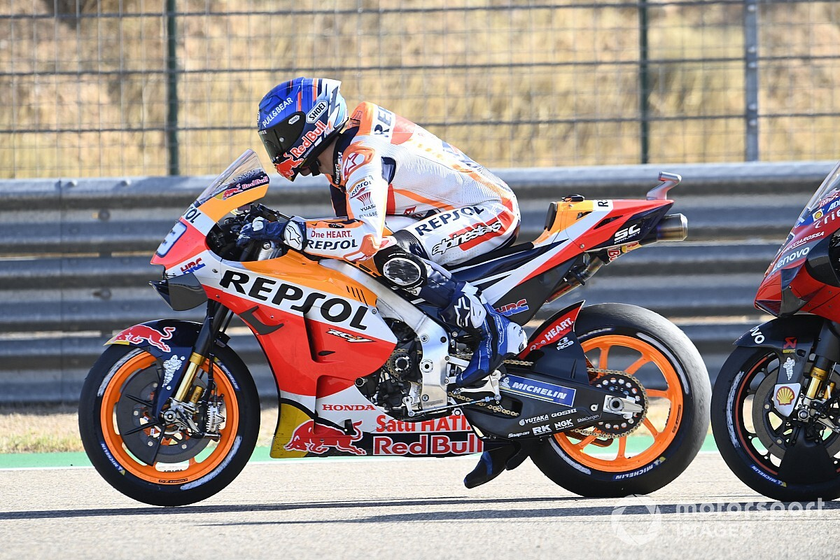 Marquez: Better to crash fighting for podium than just points