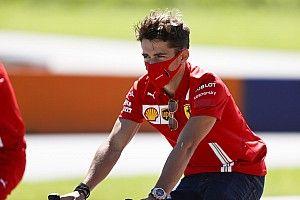 Leclerc szerint csapatként kell dolgozniuk a Ferrarinál, hiába vált biztossá Vettel távozása