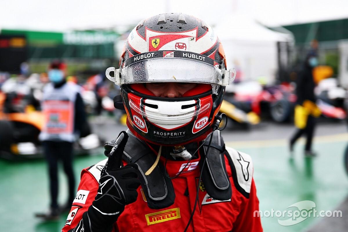 Ilott logra la pole en una caótica sesión en mojado en Hungría