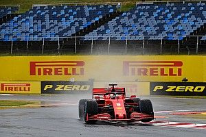 Vettel bovenaan in natte tweede training Hongarije