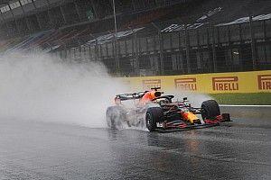 Egy egészen lenyűgöző onboard felvétel, ahogy Verstappen kontrollálja a Red Bullt