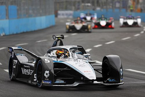 Rome E-Prix: Vandoorne takes pole after Rowland hits the wall