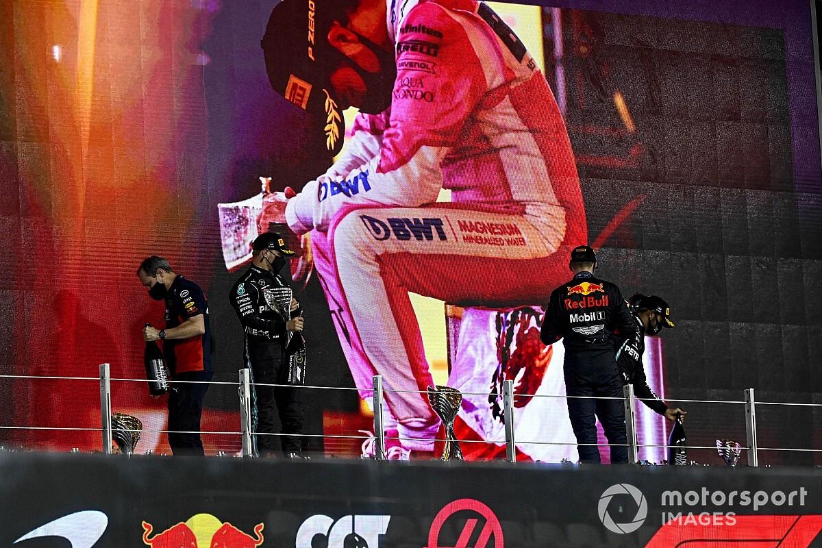 """Verstappen espère que Pérez lui évitera d'être """"seul"""" contre Mercedes"""