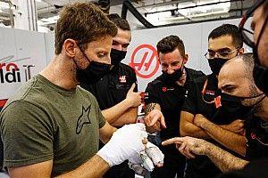 Grosjean egyik kezéről lekerült a kötés - nem szép, de használható