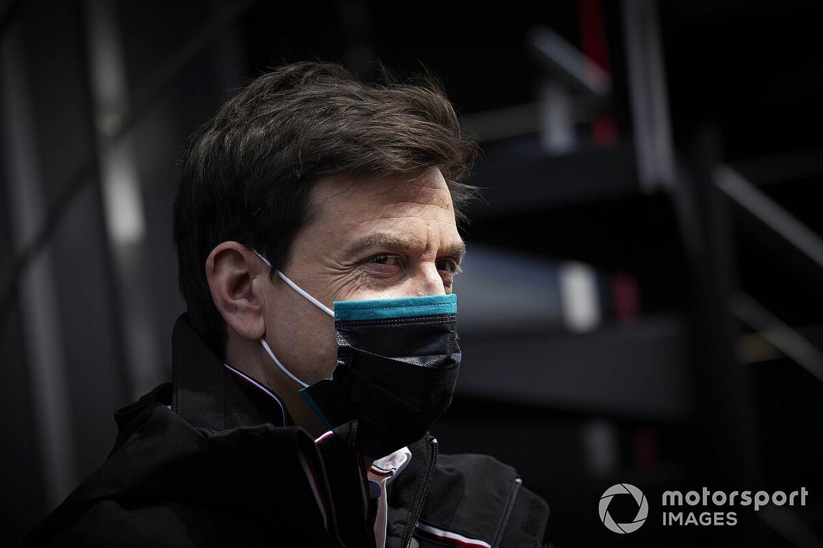 F1: Wolff diz que disputa contra Red Bull é luta de gigantes