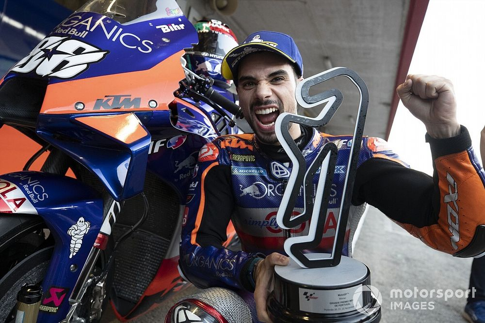 Oliveira Bakal Pimpin KTM