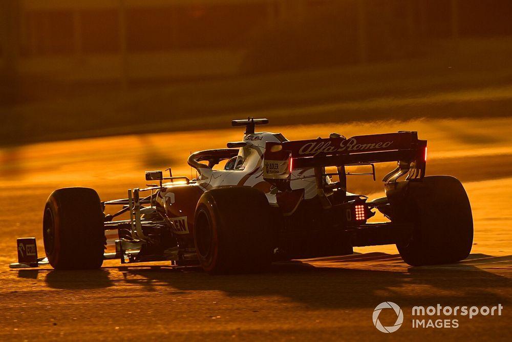 VÍDEO: A 'treta' entre Raikkonen e Sainz nos testes da F1 no Bahrein