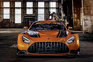 Új külsővel és fejlettebb technológiával érkezik a Mercedes-AMG GT3-as versenyautó