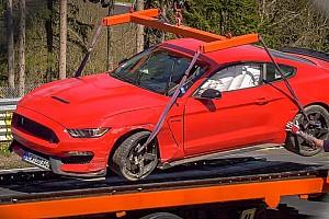 Ezúttal egy Ford Mustang Shelby GT350 vérzett el a Nürburgringen