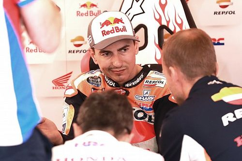 Lorenzo avoids penalty for causing Barcelona pile-up
