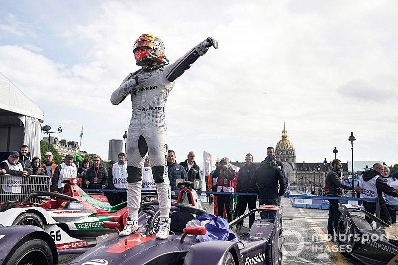 Frijns gana una accidentada carrera en París