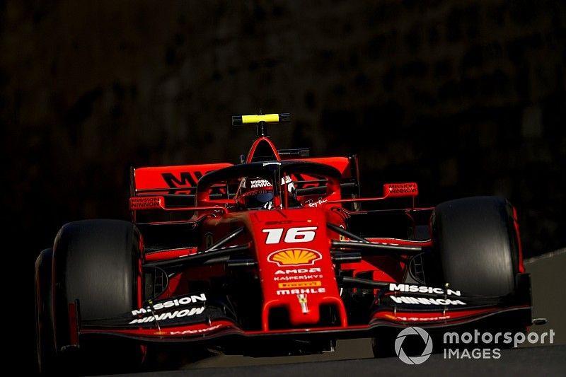 Леклер попросил не судить о скорости Ferrari на шинах Soft в Баку