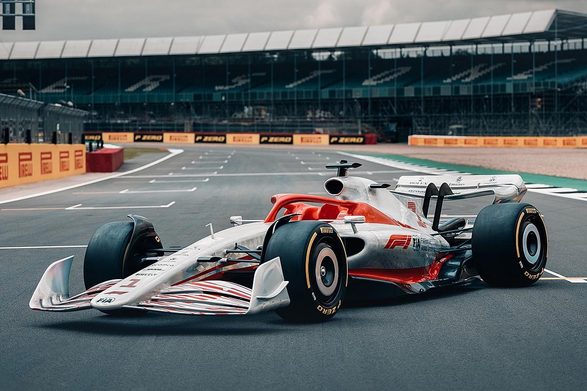 Formula 1 reveals full-size 2022 car for first time - Motorsport.com