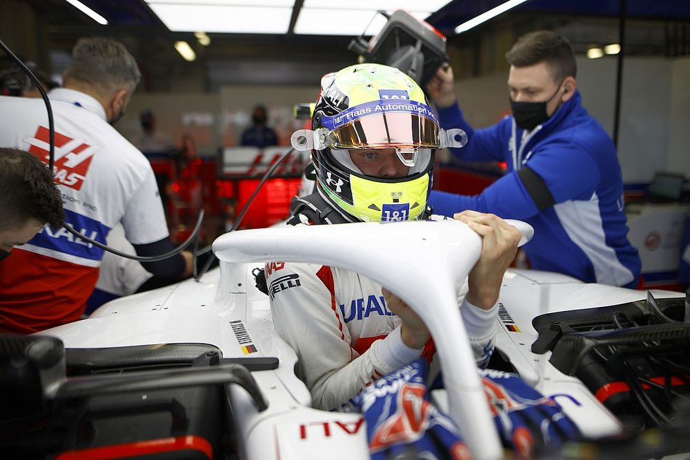 "Schumacher revela que va ""torcido"" dentro del Haas"