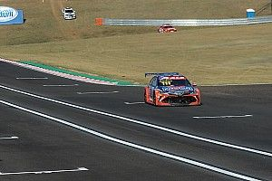 Stock: em briga de Toyotas, Barrichello supera Zonta e é pole no Velocitta