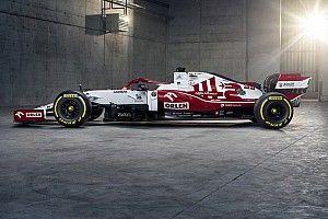 Новая расцветка Alfa Romeo: три единицы и щит на носу