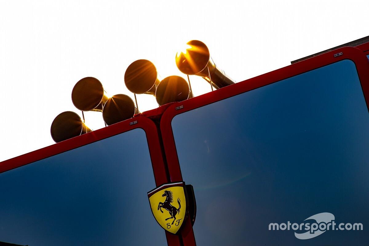 Ferrari celebra en multitudinario evento en Milán sus 90 años