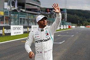 """Hamilton pakt pole: """"Eén van de moeilijkste kwalificaties"""""""