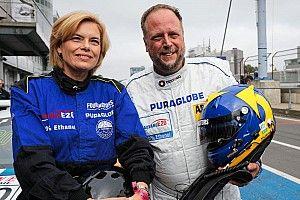 Smudo kutschiert Julia Klöckner um die Nürburgring-Nordschleife