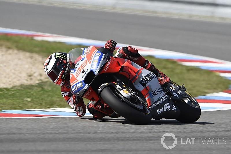 Test Brno, Ore 12: Lorenzo detta il ritmo, Vinales non gira per una spalla dolorante