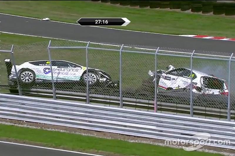 UK: bandiera rossa in Gara 1 a causa di un brutto incidente. Swift e Gilmour volano sulle barriere!