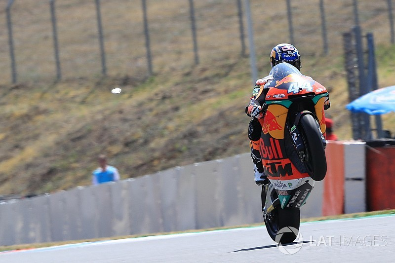 Moto2 Ceko: Duel sengit, Oliveira taklukkan Marini