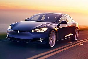 Драг-битва: Kia Stinger GT S проти Tesla Model S