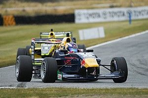 Teretonga TRS: Verschoor dominates Race 3 as Randle goes off