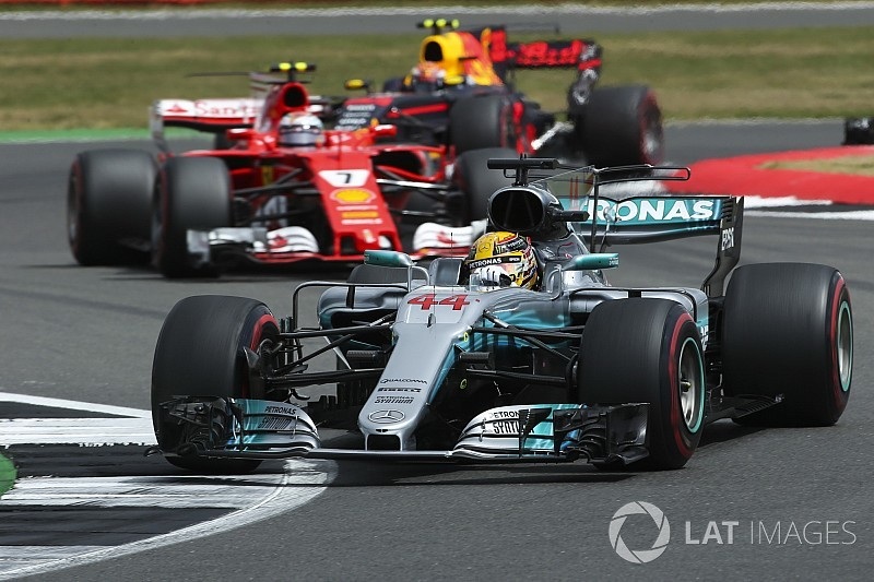 Singapore will favour Ferrari/Red Bull, says Mercedes