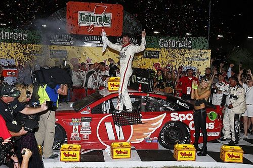 Hamlin takes thrilling Southern 500 win after Truex blows tire