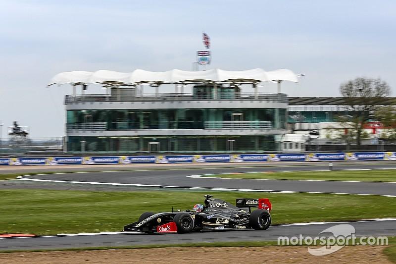 Pietro Fittipaldi domina e vence corrida 2 em Silverstone