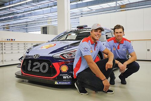Fotogallery: ecco Mikkelsen con i colori ufficiali Hyundai Motorsport