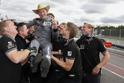 Robert Dahlgren si laurea Campione del TCR Scandinavia a Mantorp Park