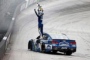 Джонсон выиграл вторую гонку NASCAR подряд