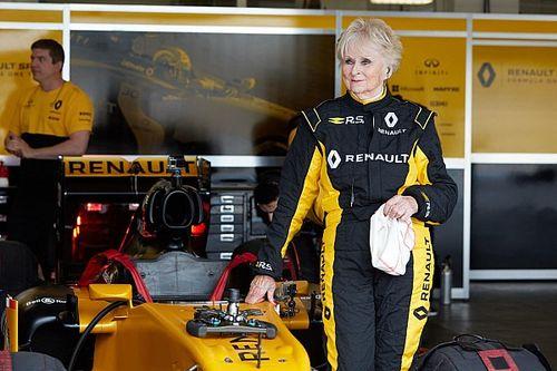 79-летняя гонщица протестировала машину Renault F1