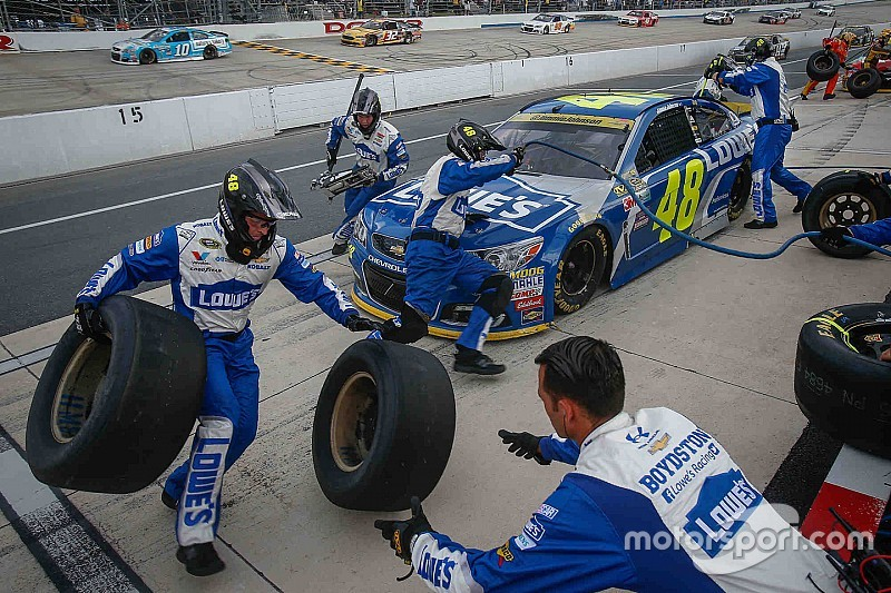 Pit road error costs Johnson another potential win