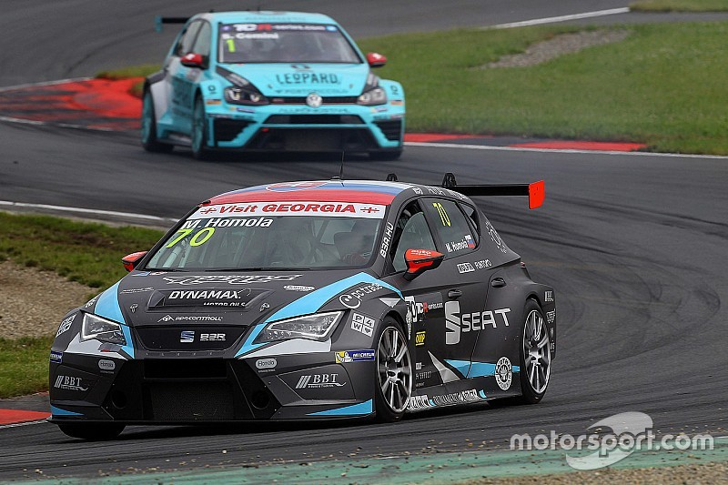 Oschersleben TCR: Homola survives carnage to take maiden win