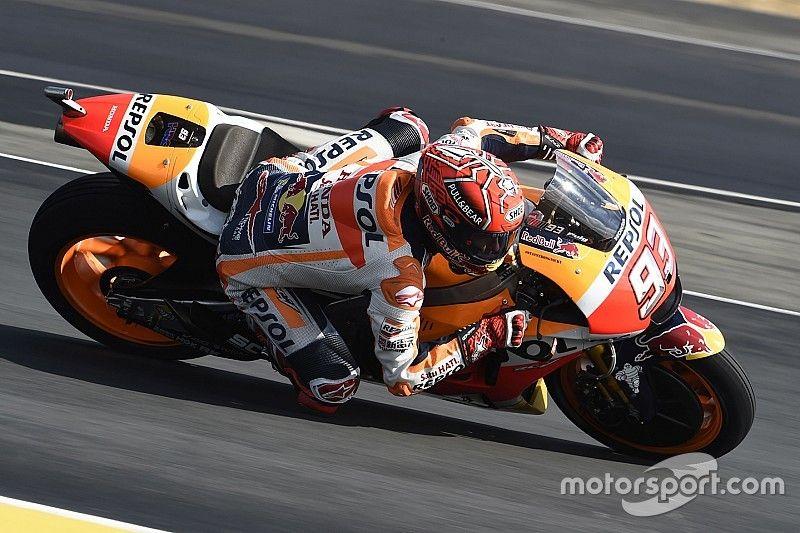 Márquez lidera un apretadísimo warm up con 17 pilotos en ocho décimas