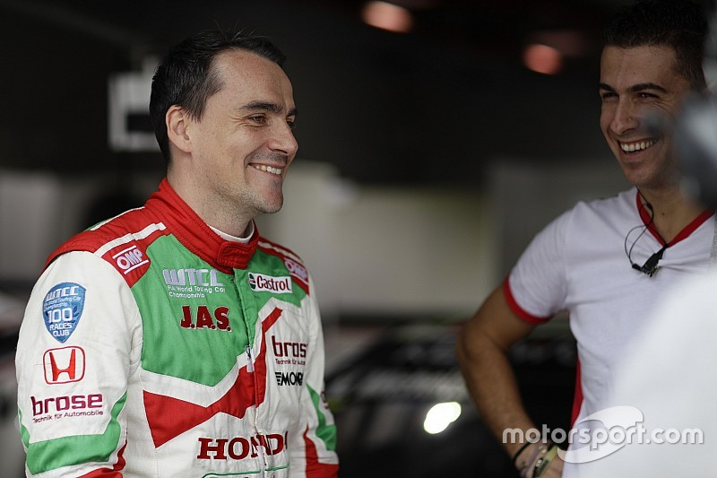 Motegi WTCC: Michelisz tops wet first practice
