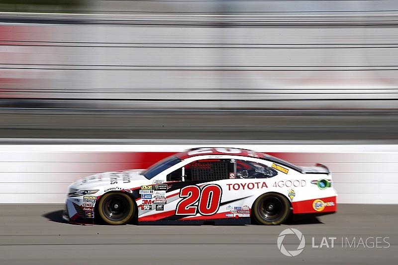 Kenseth and Truex run identical speeds, top first Richmond practice