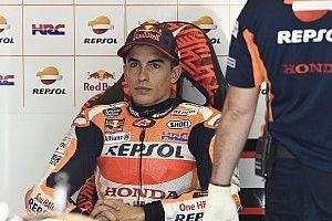 Beste tijd en opnieuw een crash voor Marquez in warm-up