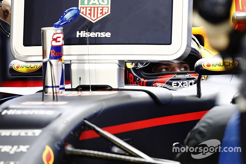 """Red Bull: """"Vettel versenytempója sokkal jobb lehet, mint a Mercedesé"""""""