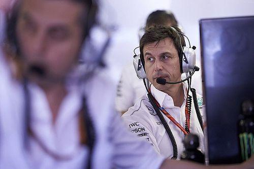 Wolff admite possível mudança de estratégia na Mercedes