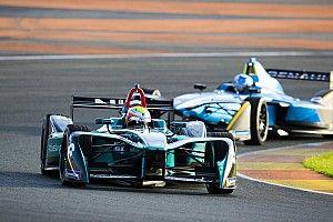 Тест-пилот McLaren стал быстрейшим на тестах Формулы Е