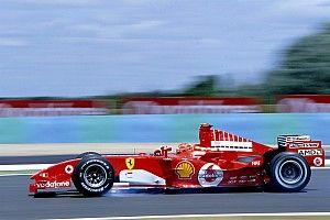 Mick Schumacher legendás édesapja ferraris képeit nézegette Maranellóban