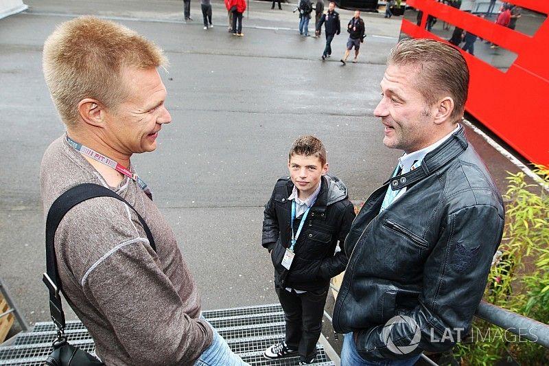Йос Ферстаппен осудил болельщиков, угрожающих Сало