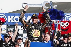 NASCAR Sprint Cup Crónica de Carrera Truex toma una dramática victoria en  Las Vegas
