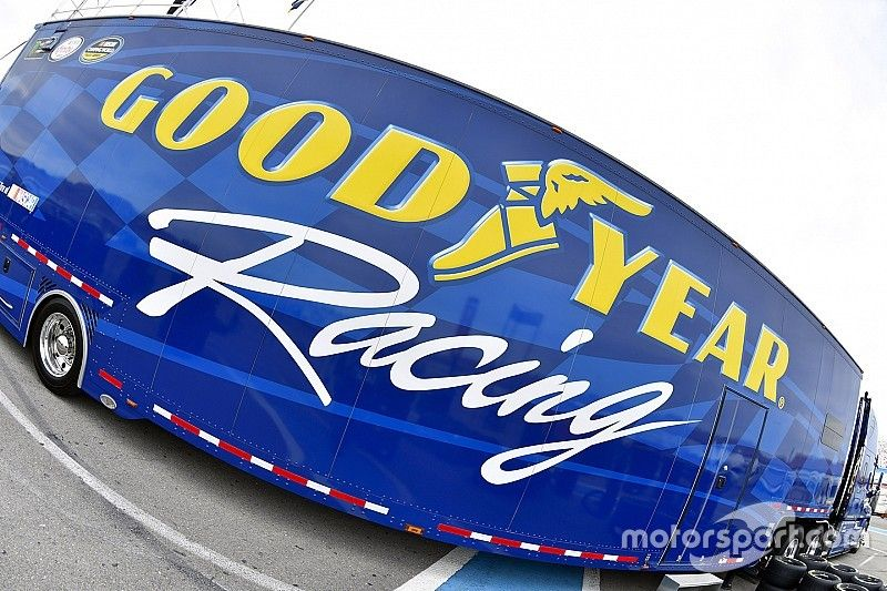 Goodyear hace cambio de neumáticos para Las Vegas
