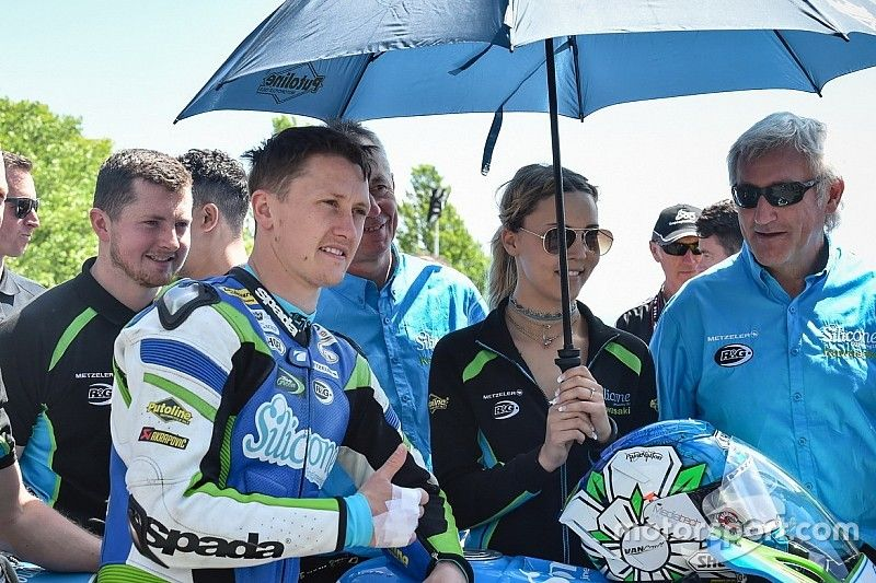 Isle of Man TT: Harrison tops Tuesday practices